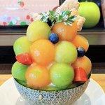 「ARROW TREE」たっぷりのメロン・生クリーム・バニラアイスの「季節のメロンパフェ」