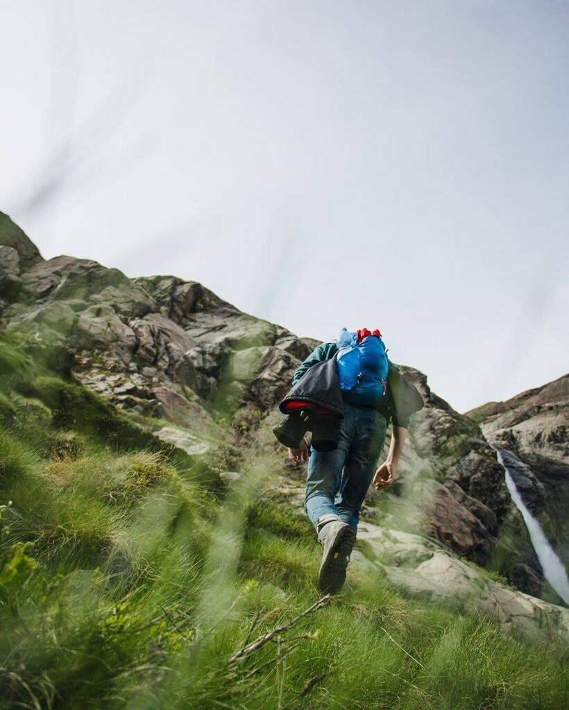 @bis_onte  #lorenzoguslandi #dollynoire #valmalenco #goproit #gopro #djicreator #djiglobal #djiphotography #djimavicpro2 #trekking #climbing #yallerslombardia #escursionismo #volgolombardia #sondriofoto #sondrio #chiesainvalmalenco #naturephotography #wi… https://instagr.am/p/CCT8PcbIpow/pic.twitter.com/jUKkWz6yNu