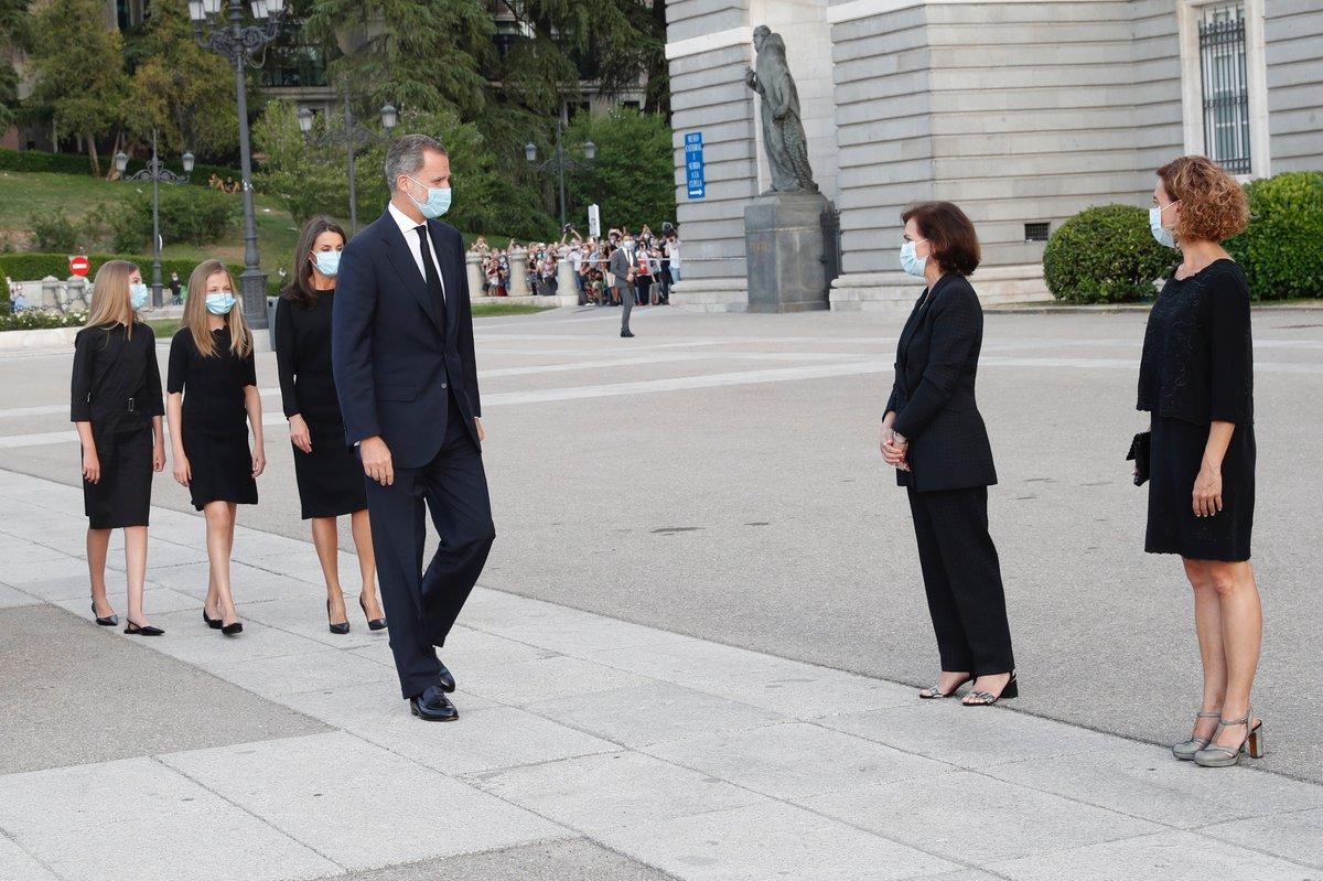 Los Reyes, la Princesa de Asturias y la Infanta Sofía asisten a la eucaristía por las víctimas de la COVID19   https://t.co/sJYnFw1KAF https://t.co/R8cQMAXUcO