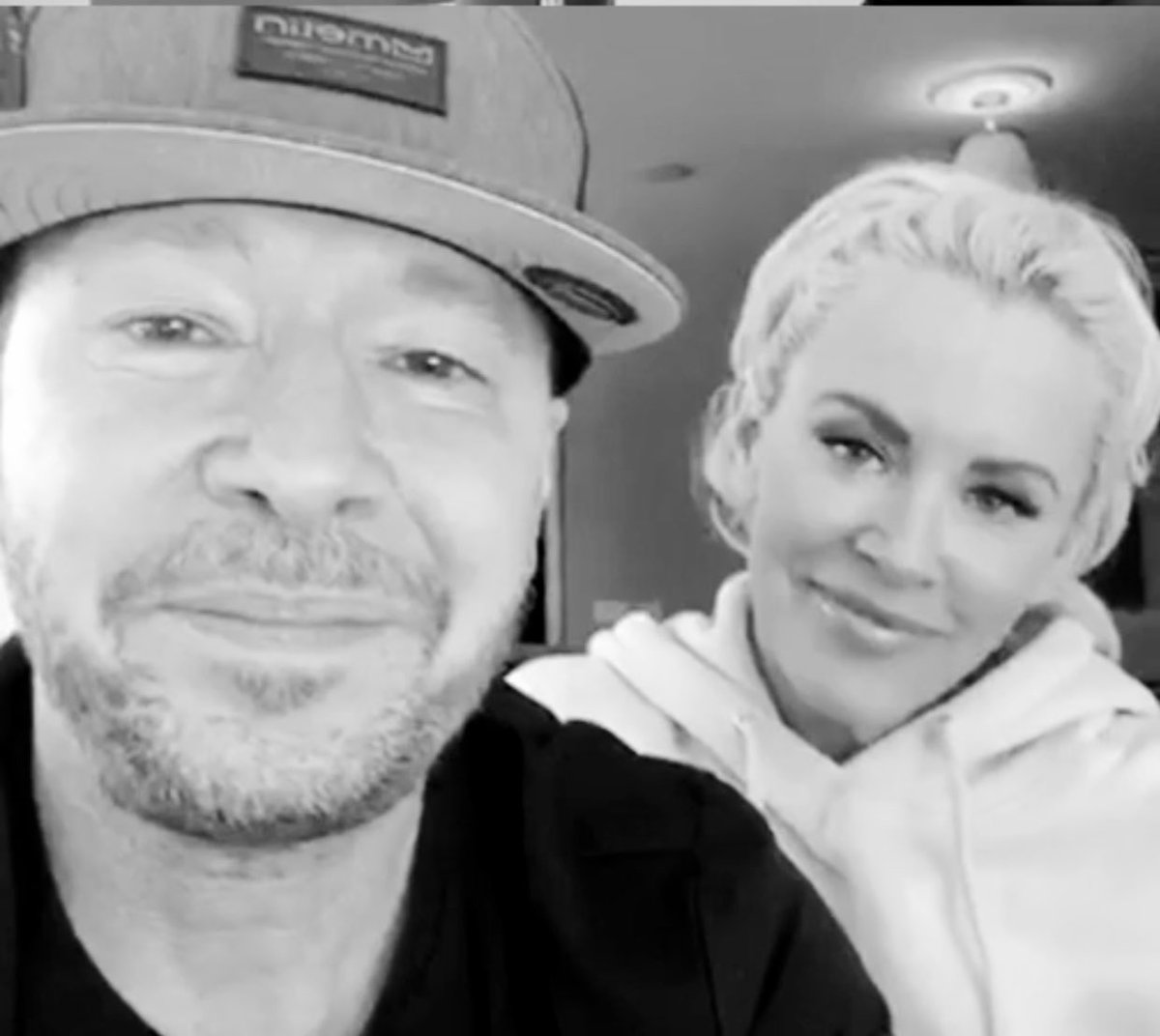 So much love for our #Captain. @DonnieWahlberg and our Queen @JennyMcCarthy  #love #BHLove #loveeternal  <br>http://pic.twitter.com/iK4HR05pCs