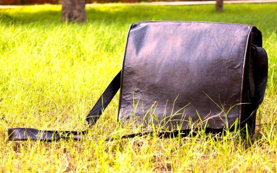 Black Leather Messenger Bag  https://highonleather.com/collections/leather-messenger/products/black-leather-messenger-bag …  #TheLook #SmartLook #Leather #LeatherFolder #LeatherBag pic.twitter.com/9tquKl6ZWS