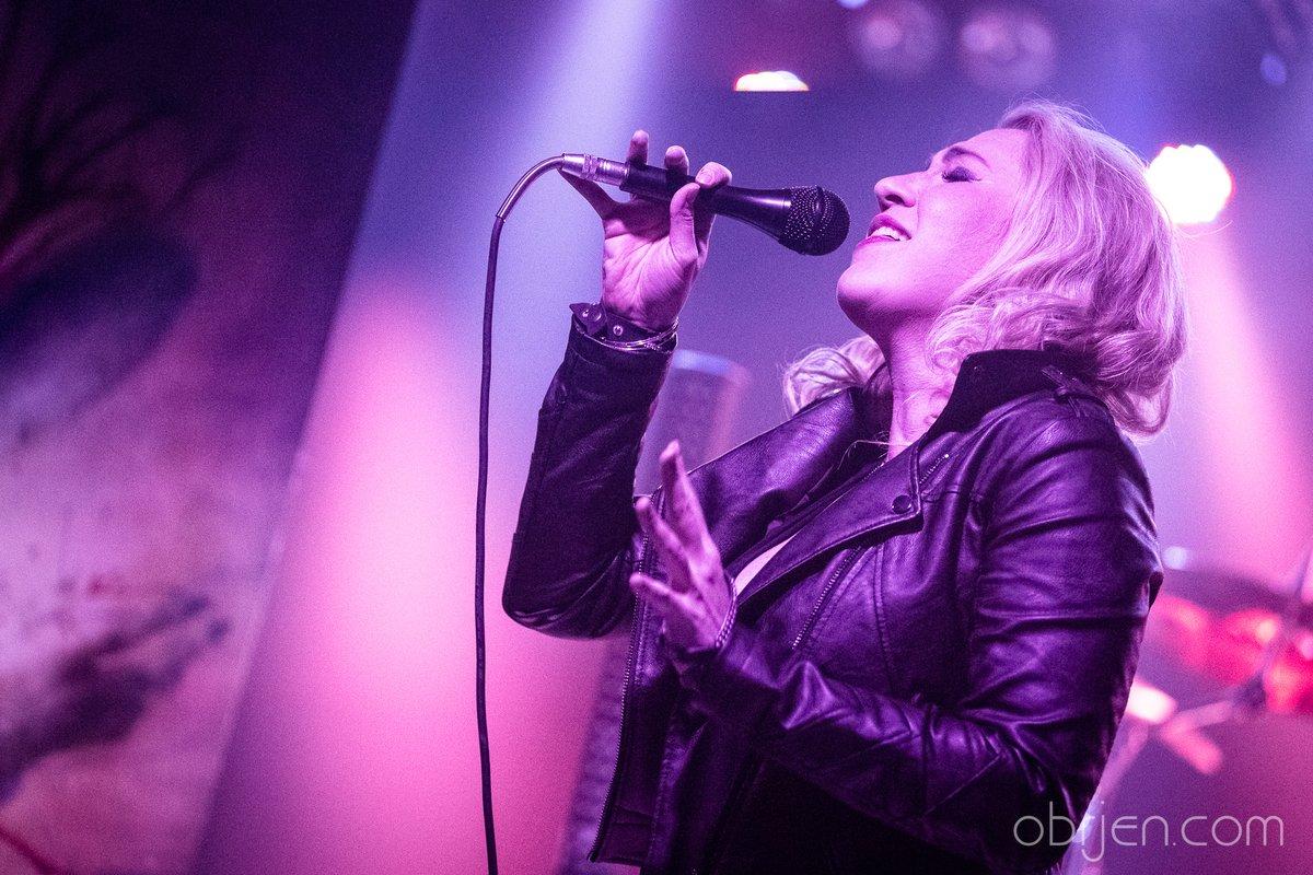 How was your weekend ??  #blondgirl #blondsinger #metalhead #metalfamily #Metal #onstage #metalSundaypic.twitter.com/cyskvZP5Sp