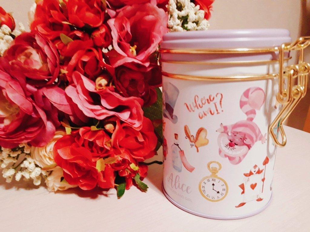 気になってたお菓子を買いました😍 この缶かわいいー(灬ºωº灬)♡ https://t.co/SJPtbrzkDU