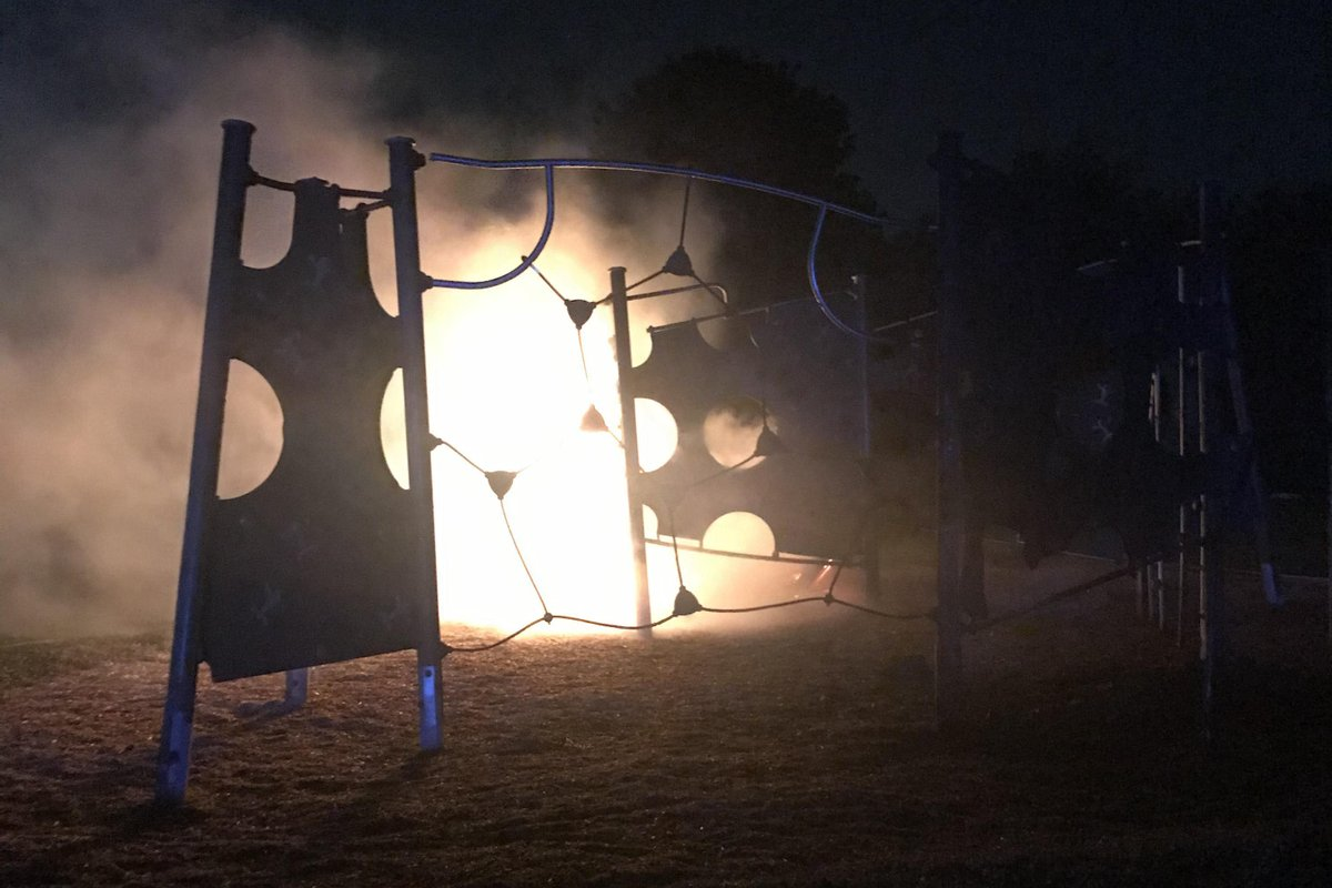 "🗣""It's very disappointing to see community resources like this completely ruined.""   Read more from Station Commander Pete Jones after a play area was deliberately set on fire in Peterborough over the weekend 🔥🚒 ➡ https://t.co/mWYZY842O5  #ArsonIsACrime https://t.co/6YW4Mvl3I0"