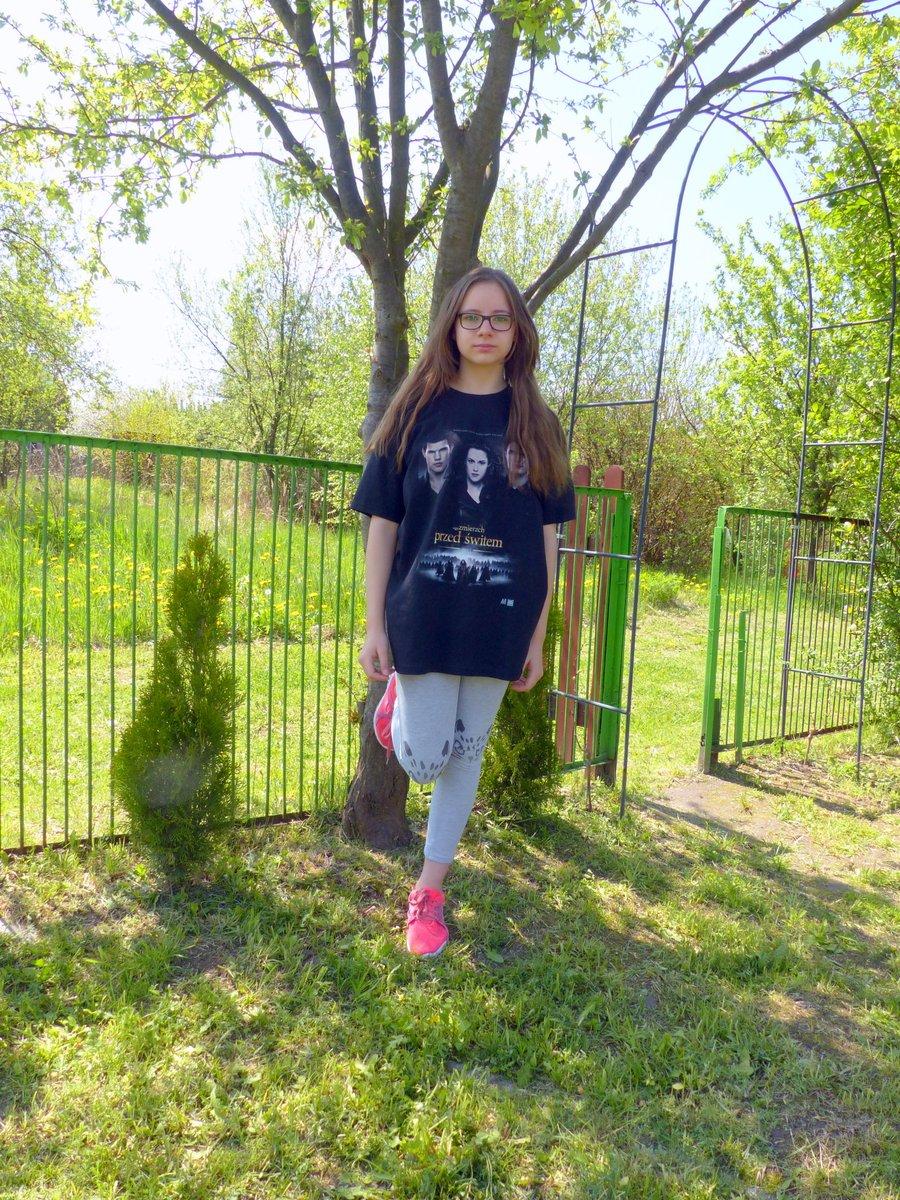 Zapraszam na opinię o koszulce z grafiką z sagi Zmierzch według pomysłu Amelki :)  https://anka8661.blogspot.com/2020/07/koszulkomat-koszulka-z-wasnym-nadrukiem.html…  #koszulkomat #koszulka #koszulkazwlasnymnadrukiem #instagirls #córka #mojaduma #instakids #kids #girl #sagazmierzch #zmierzch #przedświtem #przedswitempic.twitter.com/mwYr8PPYAX
