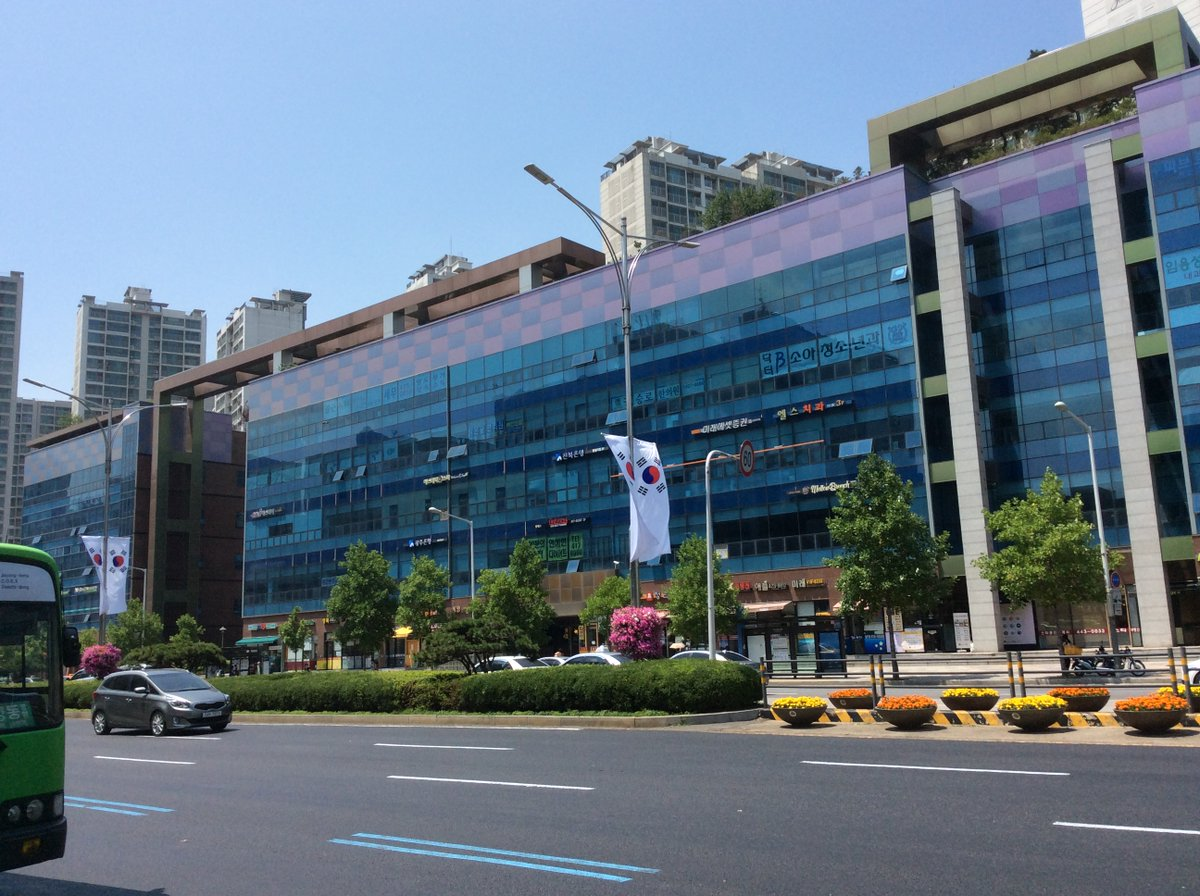 #OnThisDay five years ago in #Seoul #서울 I found myself on Olympic Way, a broad boulevard named to commemorate the city's hosting the 1988 #Olympics  (7.6.15) #Korea #SouthKorea #한국 #조선 #대한민국 #남한 #남조선 #일본 #한국 #조선 #대한민국 #남한 #남조선 https://t.co/k3SuzMk4dm https://t.co/cyDW57uMES