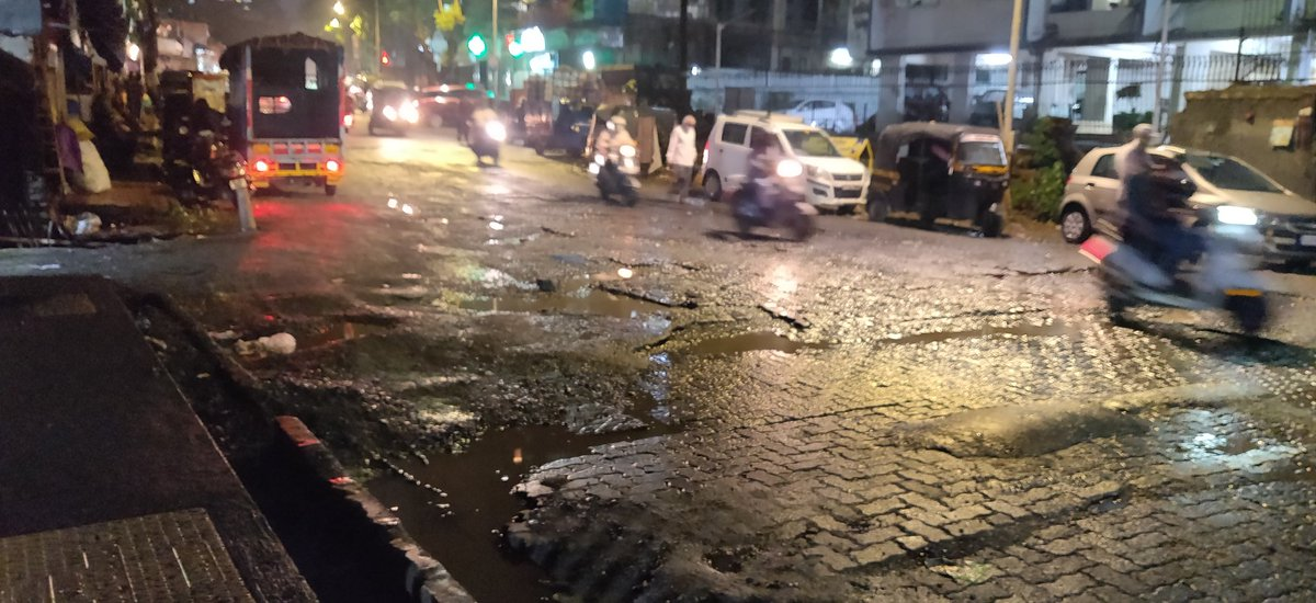 I have reported complaint of potholes my complaint no. POT/120/2020-2021. No one work done here and now its showing my complaint is solved. If BMC don't want to do the work please don't fool.please sir@CMOMaharashtra @AUThackeray @PawarSpeaks @mybmcWardPN @mybmc @GajananKirtikar pic.twitter.com/CtFaQEzA6x
