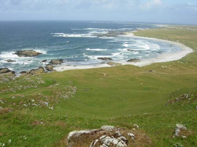 A new documentary series, set on the lovely island of Tiree, follows the stories of Tiree islanders and what it's like to live and work on the island. Filmed over 6 months in 2019, the series starts tomorrow on @bbcalba 7 July, 8.30pm @CorcadalCM 😍💚📽️ Enjoy! 📷©SNH