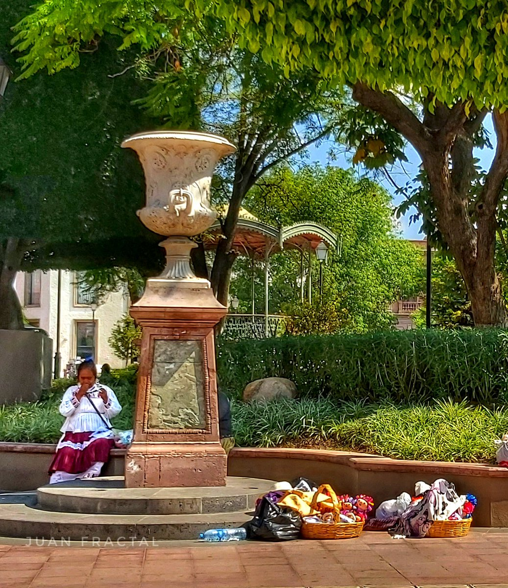 Vendedora de artesanías #FotoDelDia  #FOTOS #Querétaro #Mexico #Queretatoropic.twitter.com/vAxqBFX4QL