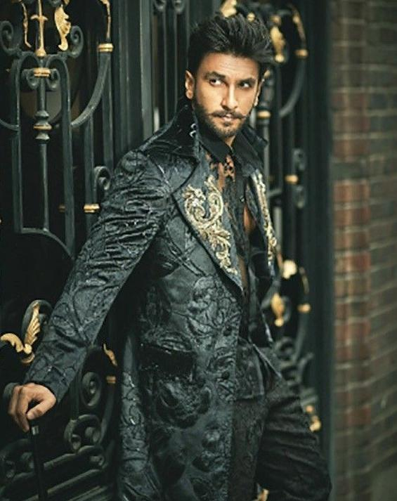 happy birthday @RanveerOfficial ♡ thank you for giving us so many great films. keep shinning ✨ love you so much ❤ https://t.co/kJ3ZsWh3Gs