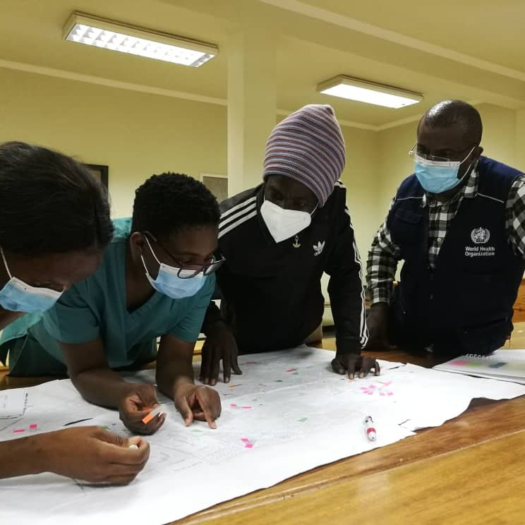 .@WHO country offices are working side-by-side with govts & partners supporting #COVID19 surveillance & contact tracing. A surveillance team in Namibia🇳🇦 maps out cases & contacts from Kuisebmund area, Erongo region. https://t.co/HGpYNCCNRy