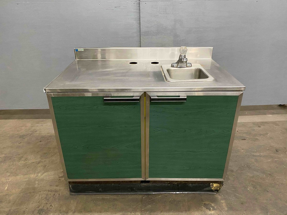 """DUKE 48"""" STAINLESS STEEL TOP CABINET WITH HAND SINK 👉  https://t.co/POfR8LWACS 👈  #restaurant #auction #kitchensupplies #subway #seymour #cincinnati #ohio #handsink #cabinet #duke  ⏰  Sale Ends July 6th, 2020 8:00pm EST https://t.co/qVpxvGzmBf"""