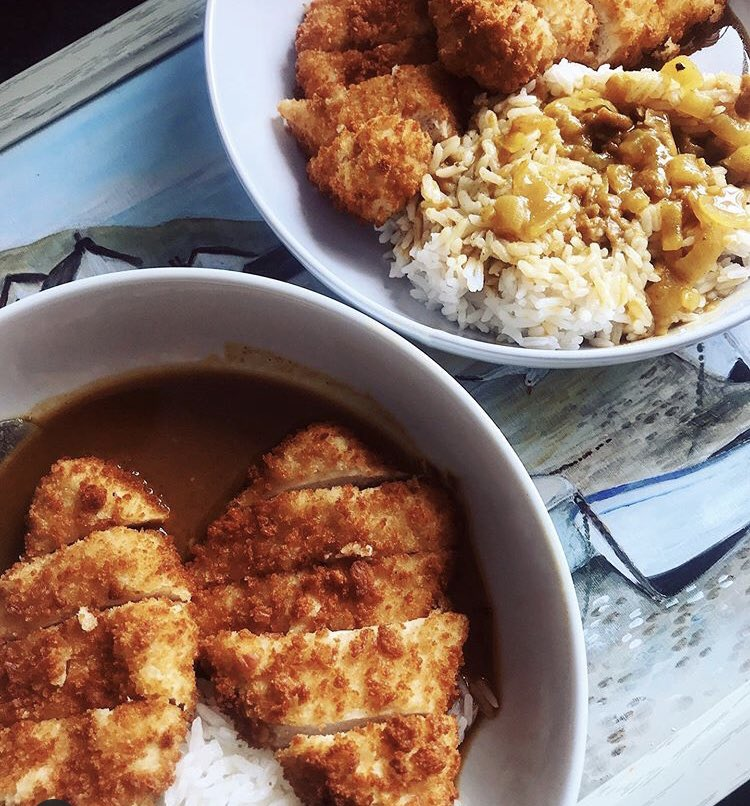 One of our new favourite controlled cheat meals at the moment - homemade chicken katsu curry with rice steamed 🍛! OISHI😋 #katsu #foodie #japanese #cheatmeal #fitness #igfood #igotd https://t.co/0bx6GHpIV9
