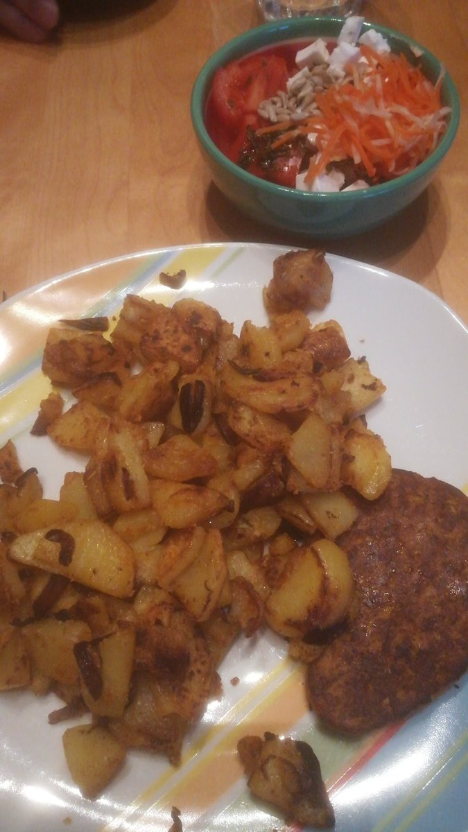 Bratkartoffeln gehen immer und sind easy #vegan zubereitet. 🌱 https://t.co/0HkcEYaeNy