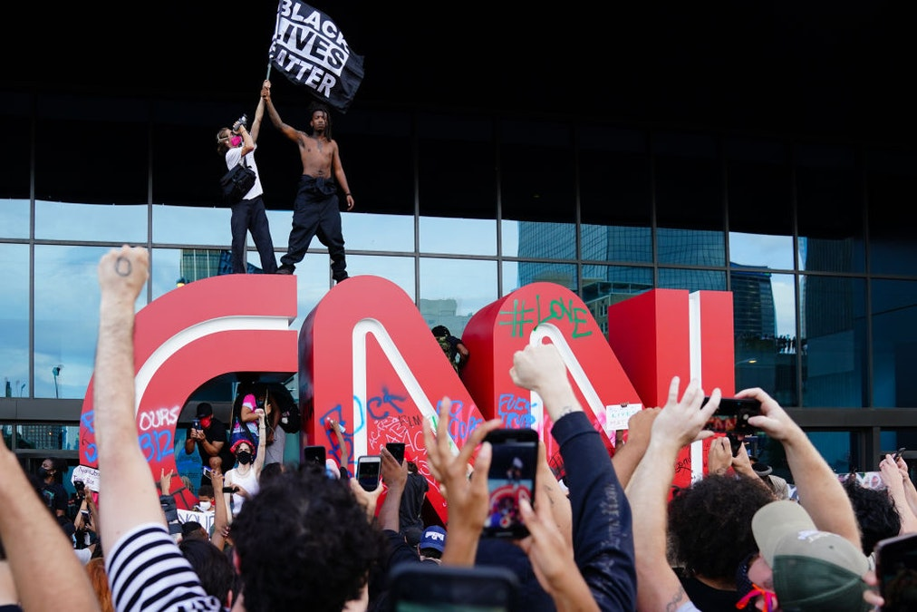 CNN Now Pushing To Remove 'Racist' Language Such As 'Master Bedroom,' 'Blacklist,' And 'Whitelist' dlvr.it/Rb434d