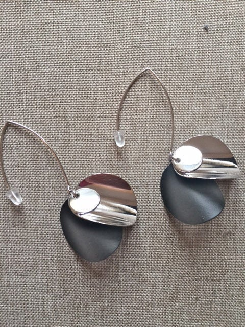 Excited to share the latest addition to my #etsy shop: Mandalay Accessories stylish black and silver drop earings - Nickel free https://etsy.me/2VRdz8V #silver #black #no #women #earwire #earlobe #dropearrings #silverearrings #statementearrings pic.twitter.com/NDtb7b0AKB