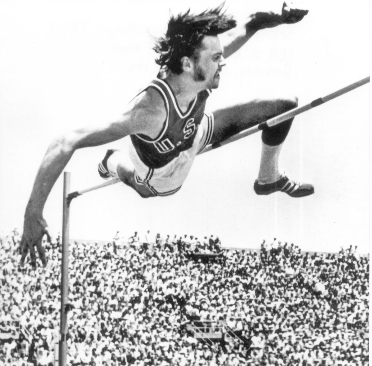 Missed 2 big school record holders over the holiday weekend. Pat Matzdorf set a world record in the men's high jump at 7-6 /1/4 back in 1971 and Cathy Branta set a school record of 15:07.56 in the 5000 meters in 1985. 💥💥 https://t.co/HyXhqGIaeA