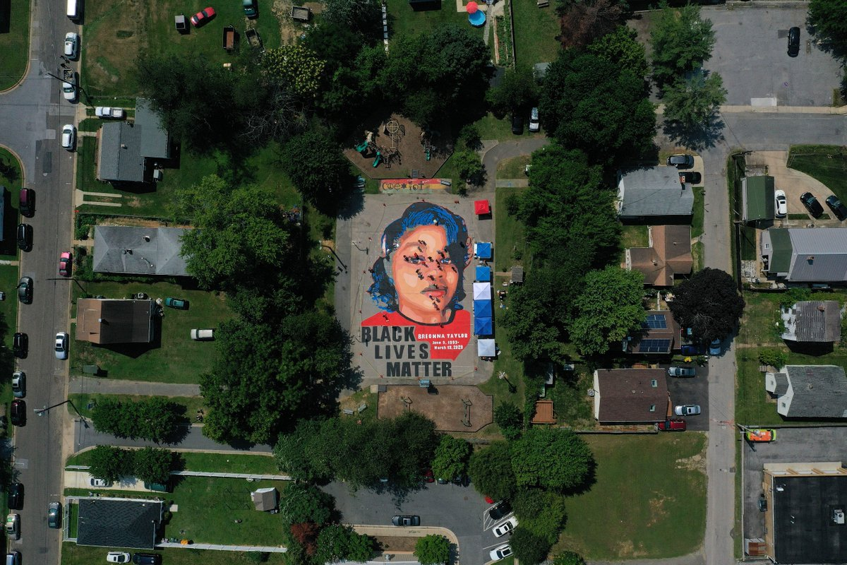 A mural depicting Breonna Taylor is seen painted at Chambers Park in Annapolis, MD. The mural was organized by Future History Now in partnership with Banneker-Douglass Museum and The Maryland Commission on African American History and Culture.   📸: Patrick Smith/Getty Images https://t.co/axz39ZzaUi