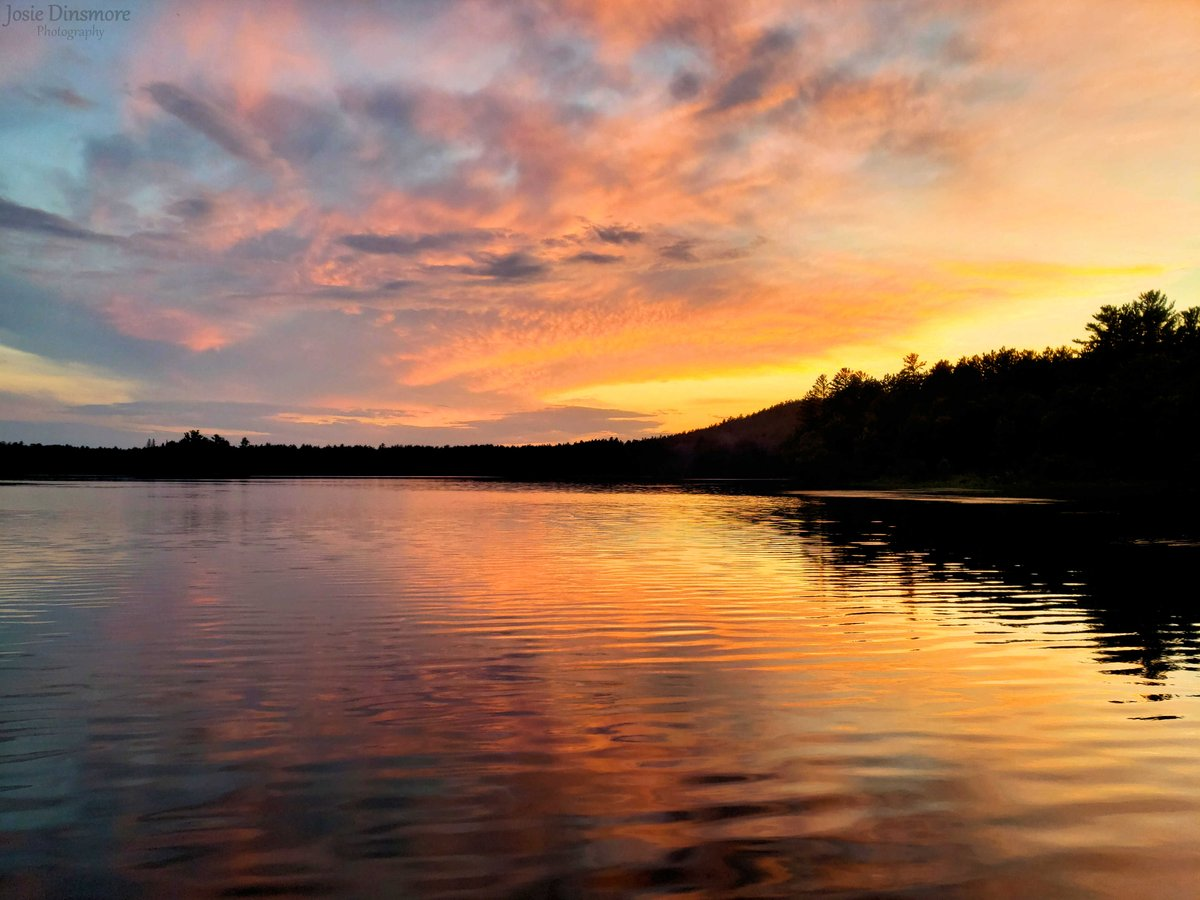 A beautiful sunset last night over Moore Lake at Samuel de Champlain Provincial Park! This is the first one I've got to see there this summer, looking forward to many more! ☀️  #sunset #beautiful #OntarioParks #MondayMotivation https://t.co/WA6TFxt9Wv