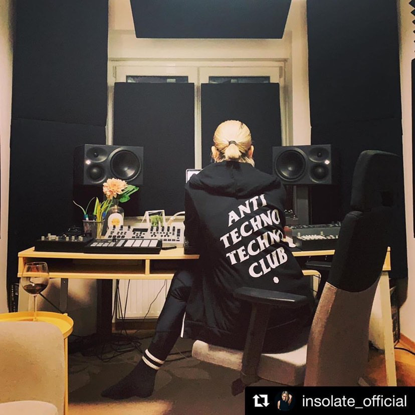 The expert in anything was once a beginner. @insolate_official didn't become the #techno powerhouse she is overnight. She spends hours upon hours perfecting her craft. The road isn't easy but you are capable. Now, let's put that WORK in! #WorkToPlay #MondayMotivation #DJLifestyle pic.twitter.com/FI3kI1Cmq0