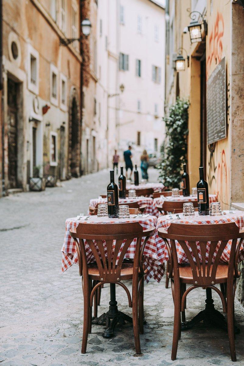 A Roma più spazio per tavolini e iter veloce per ottenerlo. Via libera dell'Assemblea capitolina alla delibera che sostiene imprenditori e proprietari bar, ristoranti e locali. Siamo al fianco di chi lavora! Un aiuto concreto alle attività produttive della nostra città.