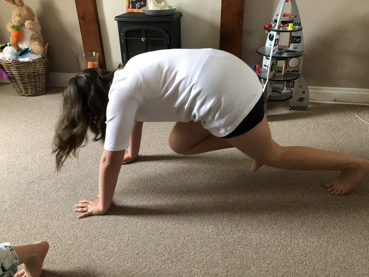 Week 3, Day 1 of @NorthcoteSch Sports Month - Mountain climbers! #ExerciseAtHome #exercise #keepfit #mountainclimbers pic.twitter.com/G3zAKbuYoz