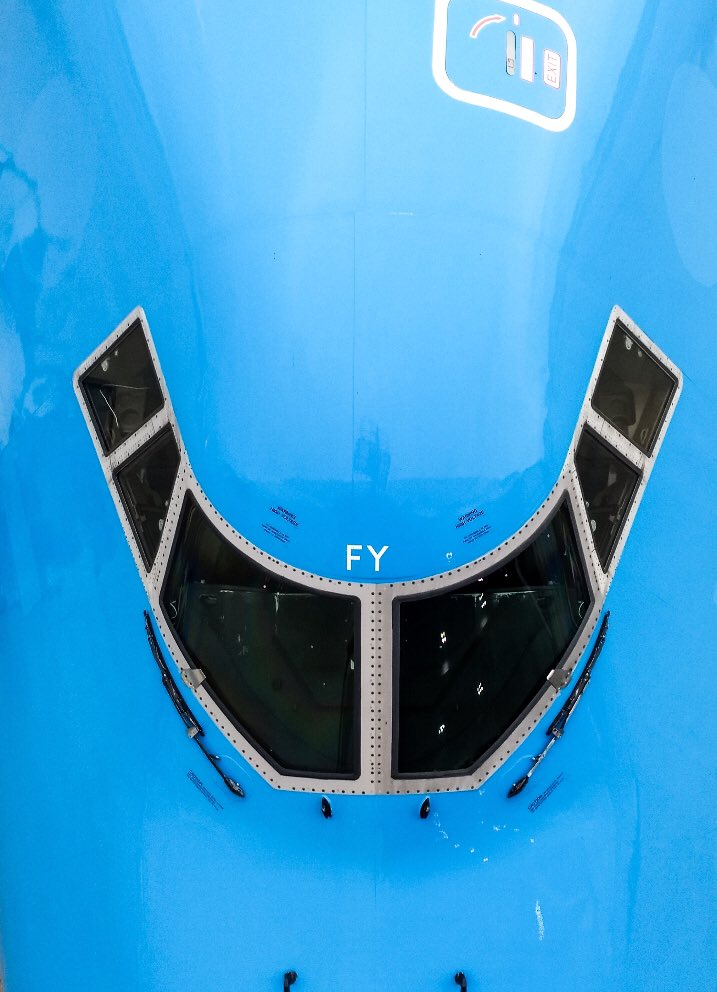 Amazing farewell shot taken last Friday before @KLM #Boeing747 PH-BFY was sent from AMS on her final flight to Mojave #QueenOfTheSkies #avgeek Photo István Antony https://t.co/XJc1dG0NW4
