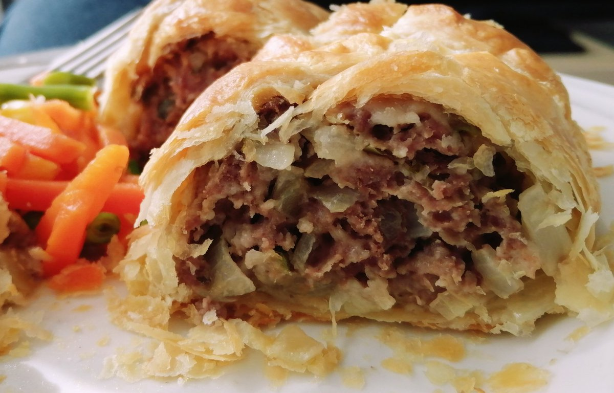 Home made mince roll. #homemadefood #food #pastry #mince #mincebeef #minceroll https://t.co/4gDzeCe1UC