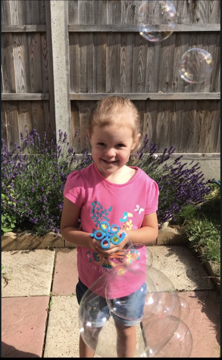 Esme in Caterpillars used our recipe to make her very own bubble mixture #homelearning pic.twitter.com/HH87gy94IK