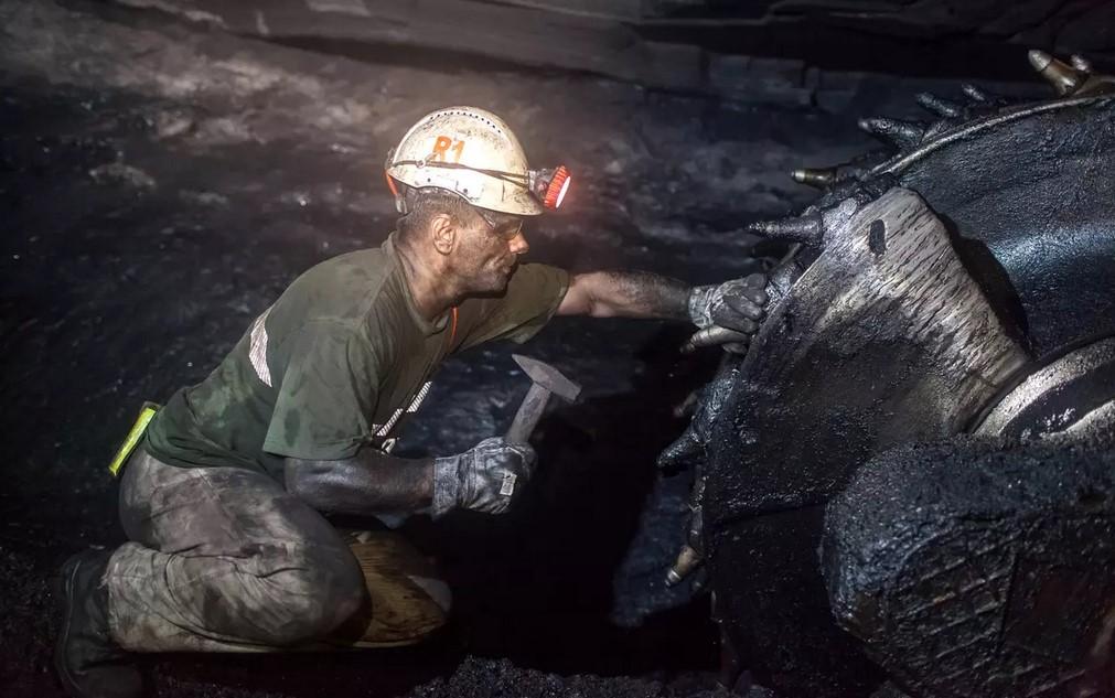 Jak funguje testování v Karviné: horník na své výsledky čeká už 9 dnů.  cc @AndrejBabis  https://t.co/zqmsTXpjm7 https://t.co/qT5X3yZxU9