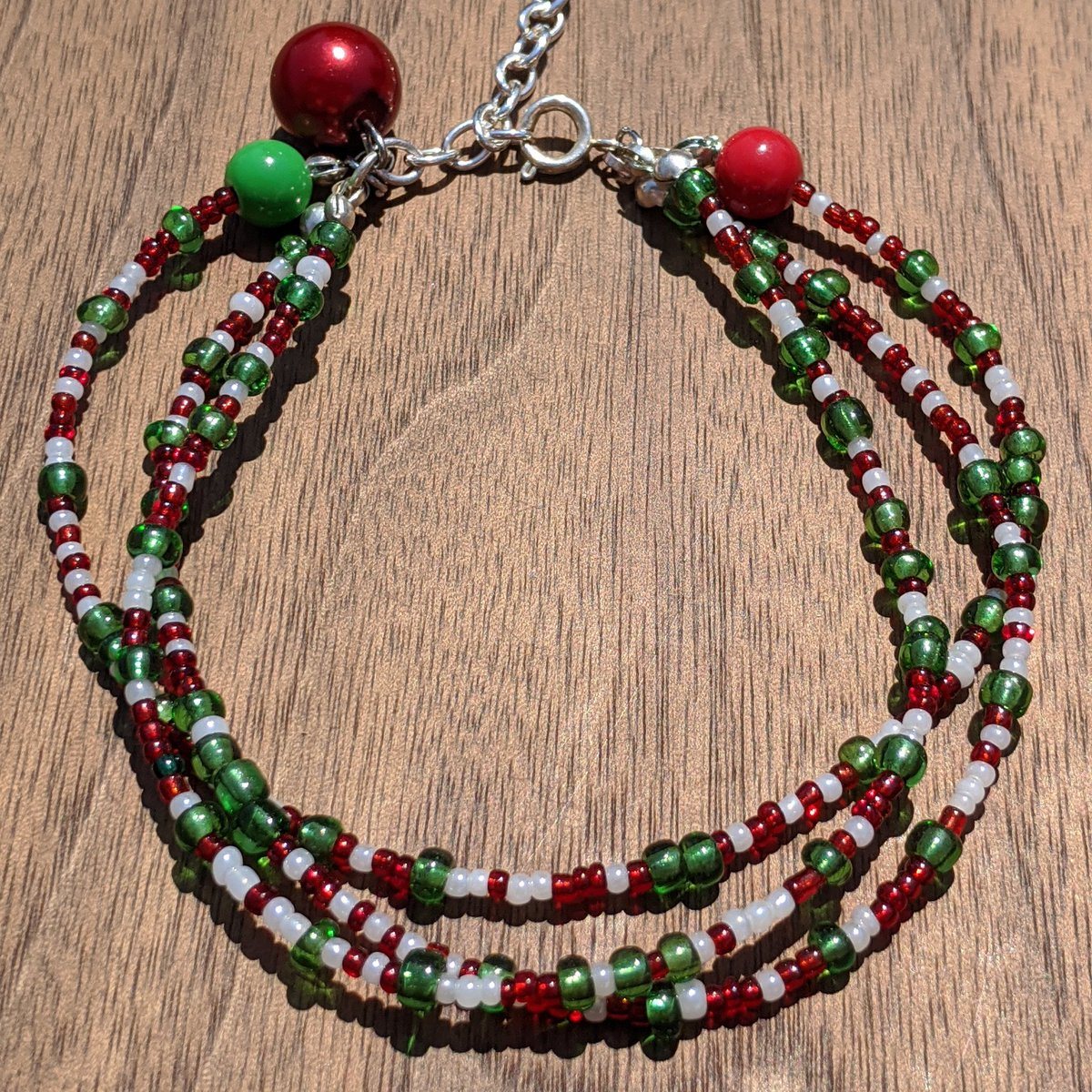 Get this stunning Christmas  3 Strand Bead Bracelet.   Perfect accessory to your Christmas Outfit.   https://www.etsy.com/ca/listing/801245012/adjustable-christmas-3-strand-seed-bead …  #bracelets #christmasoutfit #merrychristmas #christmasgift #christmasinjulypic.twitter.com/SyvJ4NN6kw