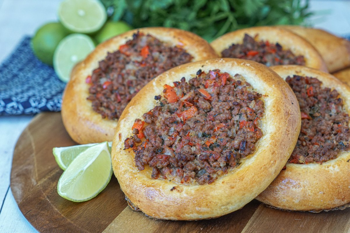 Esfirra de Carne Moída (Ground Beef Esfirra/Esfiha)! Formed open or closed, this Brazilian savory pie has a ground beef filling with onion, tomato, and red bell pepper. Find the #recipe here: https://t.co/0Lp2j8nFuF #Brazilian #streetfood #recipeoftheday https://t.co/rhRSCNOozU