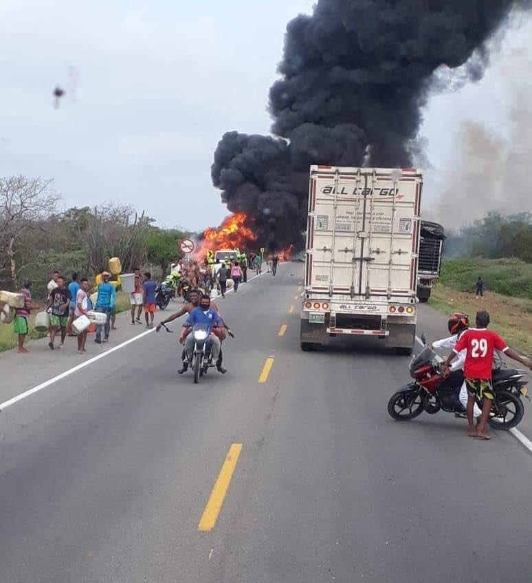 Explota pipa y mueren siete personas tras acercarse a dicho camión que había volcado