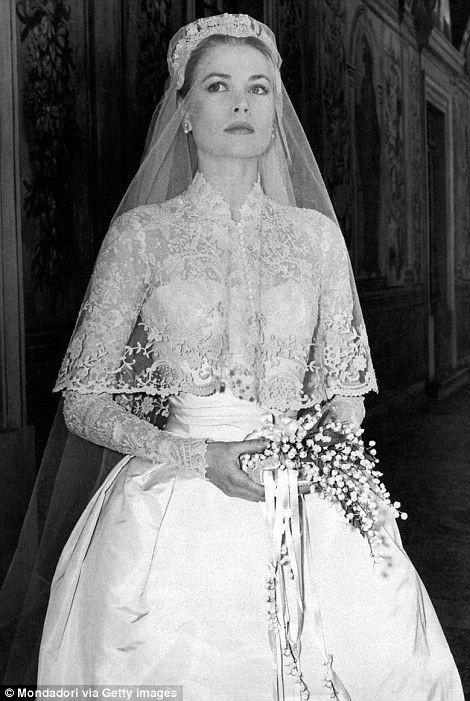 Wedding dress of Grace Kelly, princess of Monaco❤️ #gracekelly #wedding #thedress https://t.co/afYzny9Whk