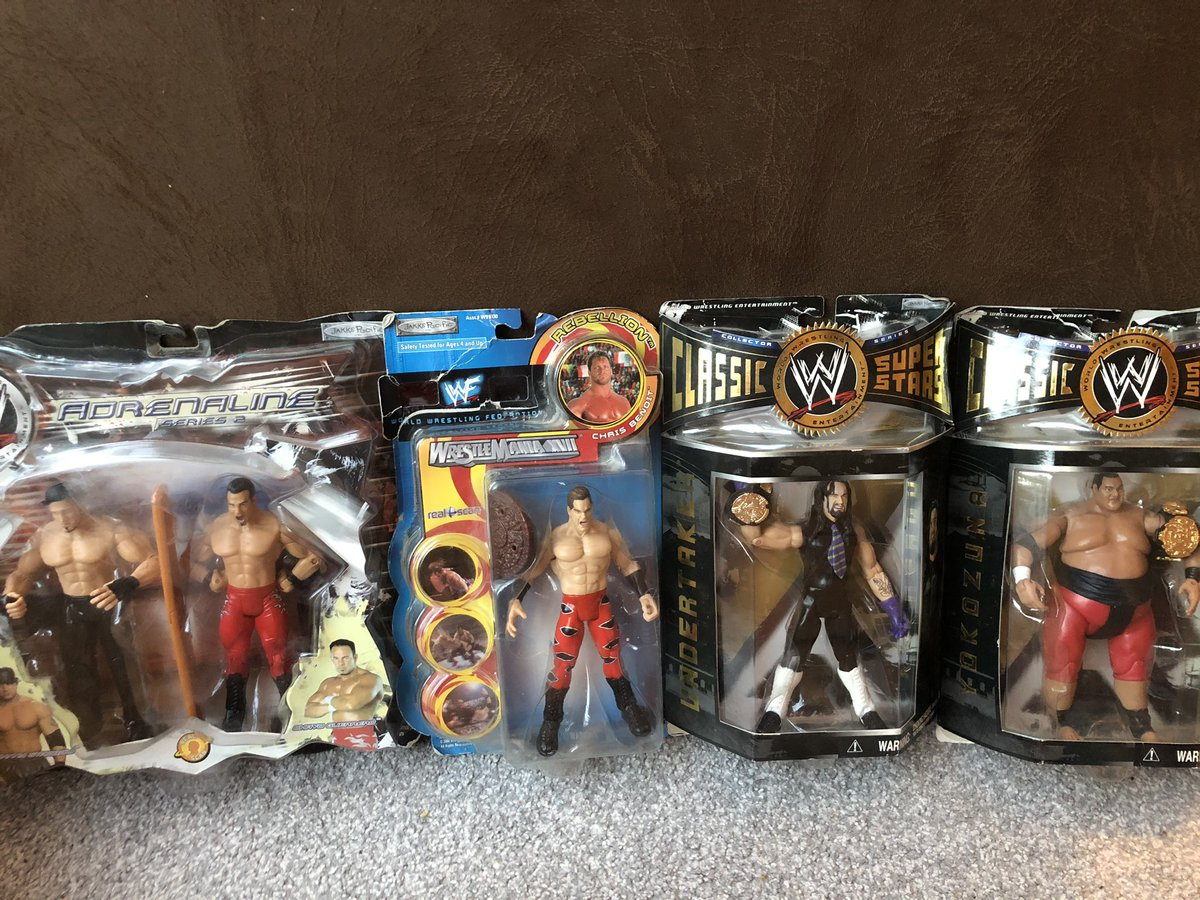 Here we go again! JB has emptied another box from the garage and this is what he found   @MajorWFPod @TheMattCardona @WrestleFigsUK @RingSkirts @figheel  #figlife #jakks #wwe #wrestling #retro #superstars https://t.co/xufXqld1y8