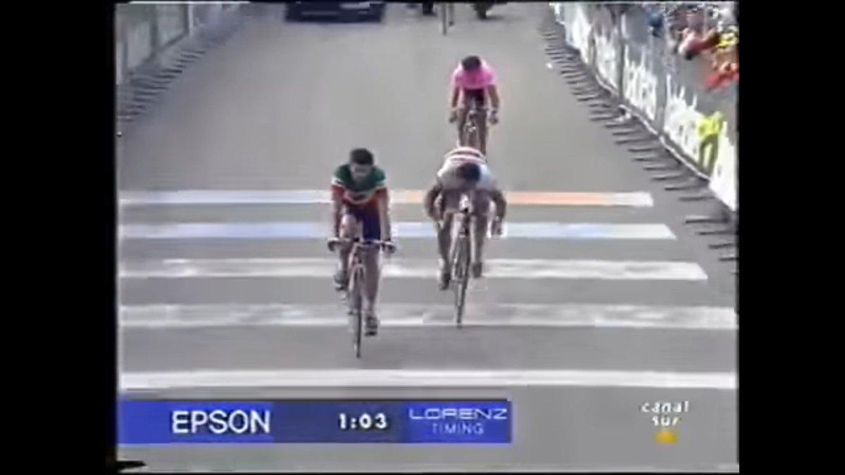 Es seleccionado para el Mundial de Duitama pero no termina la prueba. En la temporada 96 se lleva una etapa de Trentino y la etapa de Aosta del Giro, pero acapara más portadas con su tercer puesto en el Pordoi y su mercenariato hacia Tonkov para limpiarle la bonifa a Olano: https://t.co/g4oaMfoaJ7
