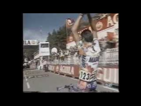 En el 98 más de lo mismo pero se va despedir del profesionalismo por todo lo alto, en la Vuelta en la etapa de Canfranc: a 20 kms chulea a Blanco y Uriarte, con la connivencia de Sgambelluri... dedicatoria de nuevo a Miguelón por la reciente muerte de su padre: https://t.co/Kwecd2pQNw