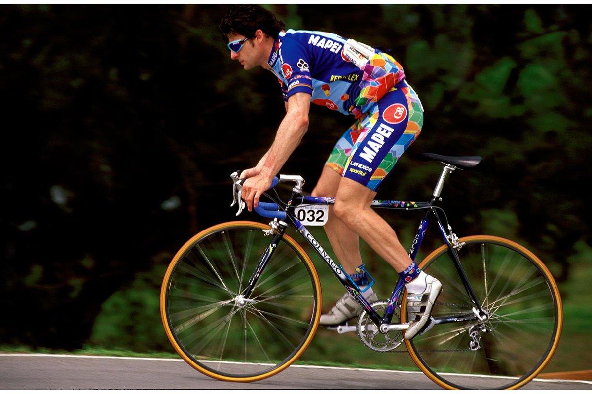 Para la temporada 97 se marcha a Mapei en el papel de capitán de ruta y de vaciarse por Tonkov en el Giro de Italia. Cumple con nota en un Giro que Tonkov no supo ganar y sólo se anota una victoria en toda la temporada, una etapa en Langkawi: https://t.co/Cmqww0DRQ9