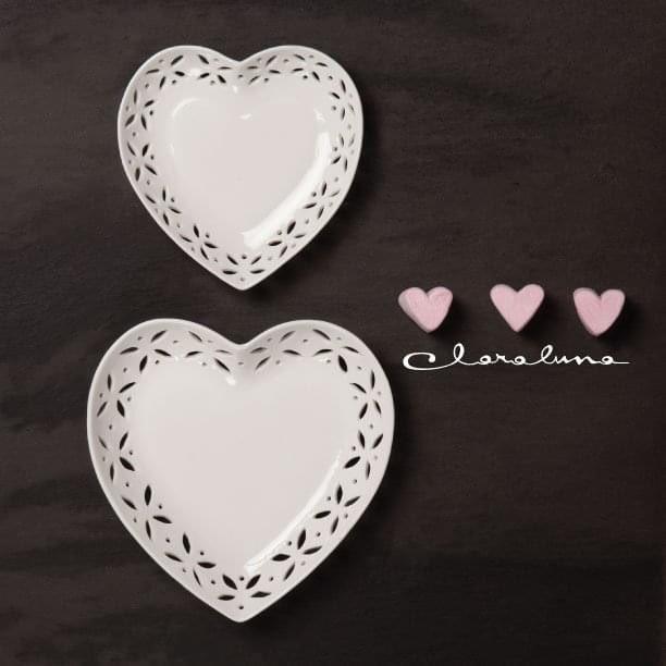 Piattini svuotatasche con decoro traforato. Marriage by Claraluna a Lecce IN VIA G. ZANARDELLI N. 68. Visita il sito https://t.co/kBJ0hvMI0j per trovare la bomboniera più vicino a te!  #bomboniere #wedding #weddingplanner #marriagebyclaraluna #bombonierelecce https://t.co/x2KOVPXLzA