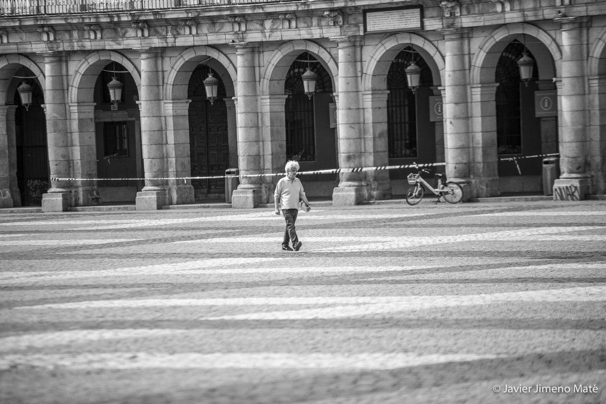 What is done cannot be undone, but one can prevent it happening again. —Anne Frank . . . 📸 Javier Jimeno @javierjimenomat 📍 Madrid, Spain . . . #spain #madrid #photography #photooftheday #monday #covid_19 #pandemic #photographer #plazamayor #AnneFrank  #lonliness  #city https://t.co/MVsV3q5UAN