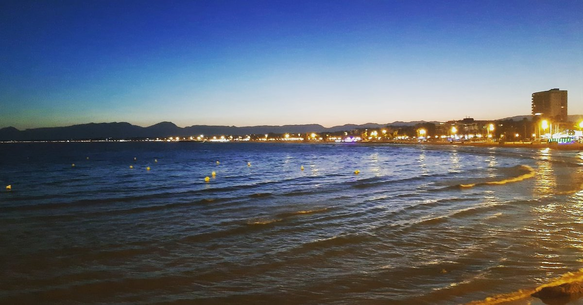 RT @MrHallPrimaryEd: Our view tonight:  #costadorada #salou #saloubeach #sunset #Mediterranean https://t.co/VOlz6dlGaM