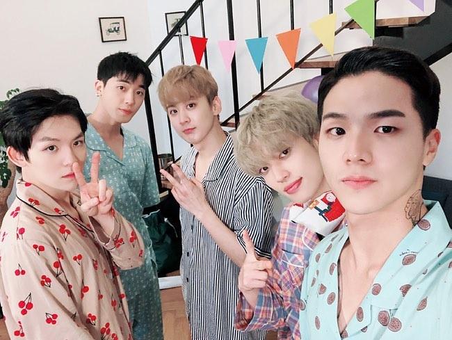 "06 07 2018 ★ [#Throwback #TeenToponthisday]  TEENTOP Post On Instagram .  ""2018 TEEN TOP NIGHT IN SEOUL D-8  [...]""  (https://t.co/jdtmTdZ7EK)  #틴탑 #Ricky #Niel #Chunji #changjo #Cap #Ljoe #니엘 #창조 #천지 #weneedteentopcomeback #weloveyouteentop #teentop #chanhee #kpop #리키 https://t.co/y2ciY6DSKp"