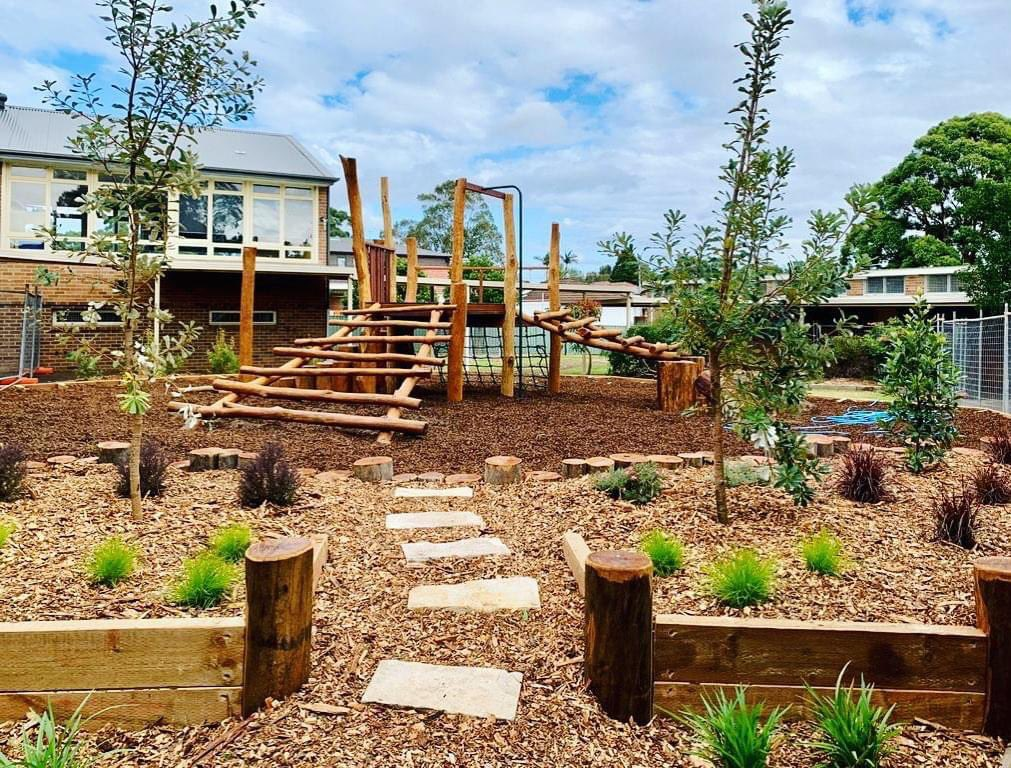 A bridge and a babbling brook! 😍 Check out the new landscaping at Riverwood Public School! https://t.co/X09irCb86r