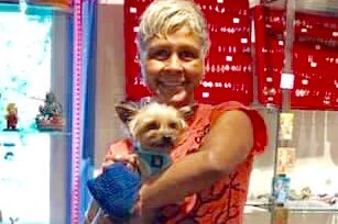 #MondayVibes  Remember the story of HT alumna Lucy the chi mix, link posted below. They decided Lucy needed a pal, & Augie fit the bill. He is now the official mascot at Juliet's Jewels in Denton. Congrats to Augie, Lucy, & family! https://www.facebook.com/58189042832/posts/10157498012297833/?d=n… #DogsOfTwitter #Doggopic.twitter.com/k4myLOeoAH