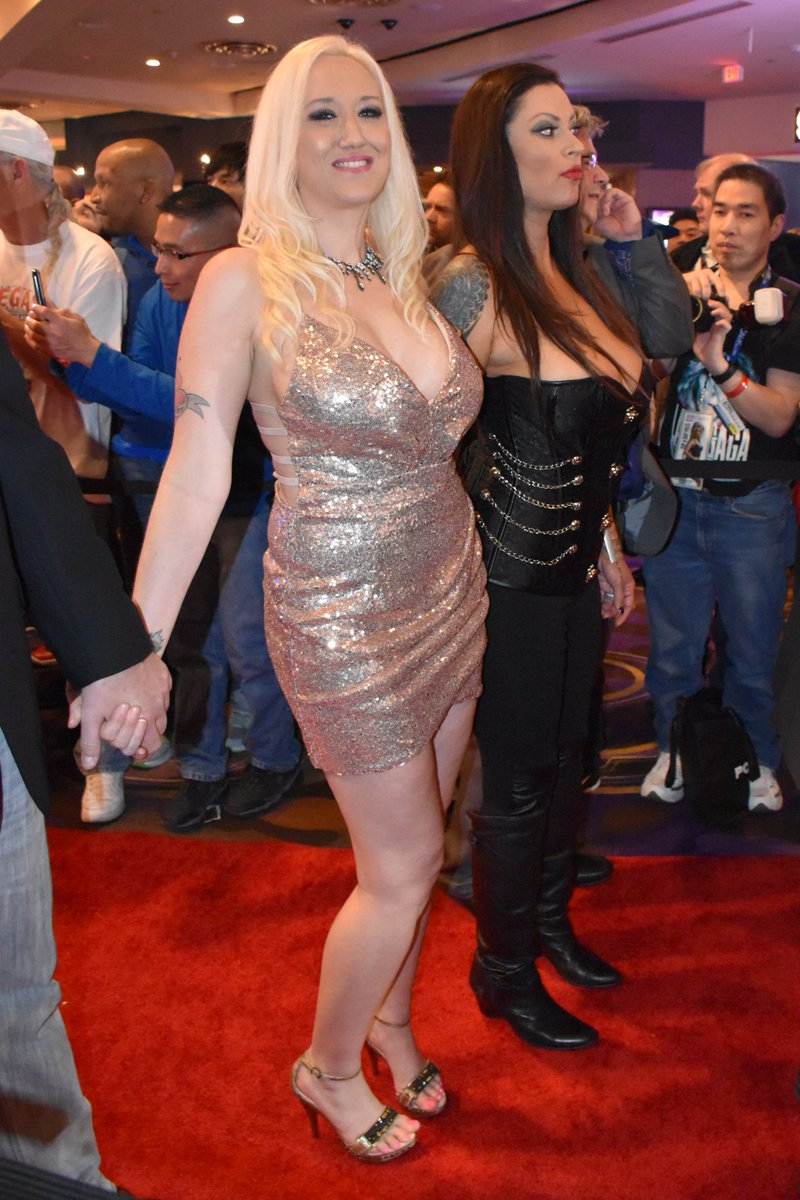🔝 HAPPY BIRTHDAY !!! 🎂🎂🎂🤗 The awesome @alanaevansxxx during the @avnawards 2016 ✨ @AVNMediaNetwork #redcarpet #avnredcarpet #avnredcarpet2016 #avn #avn2016 #avnawards #avnawards2016 #LasVegas #virginhotels #claudio101imagination 🔝 https://t.co/b5ZExRLfTF