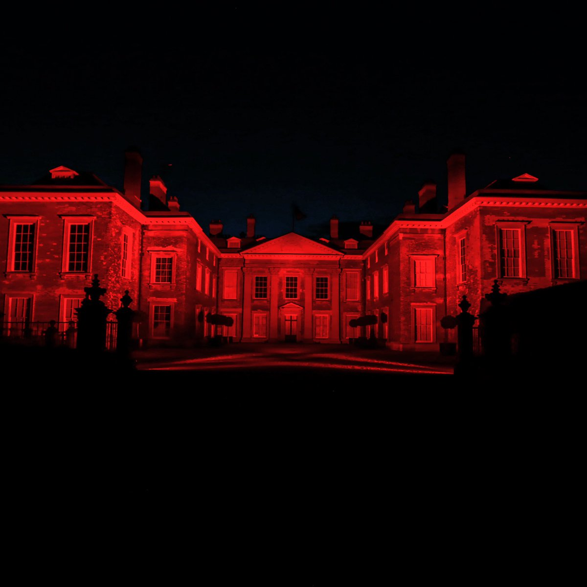 Our stunning facade showing support for the #LightItInRed campaign joining live entertainment venues and @Historic_Houses  across the UK @cspencer1508 @LightItInRed https://t.co/pIhU5tnSLK
