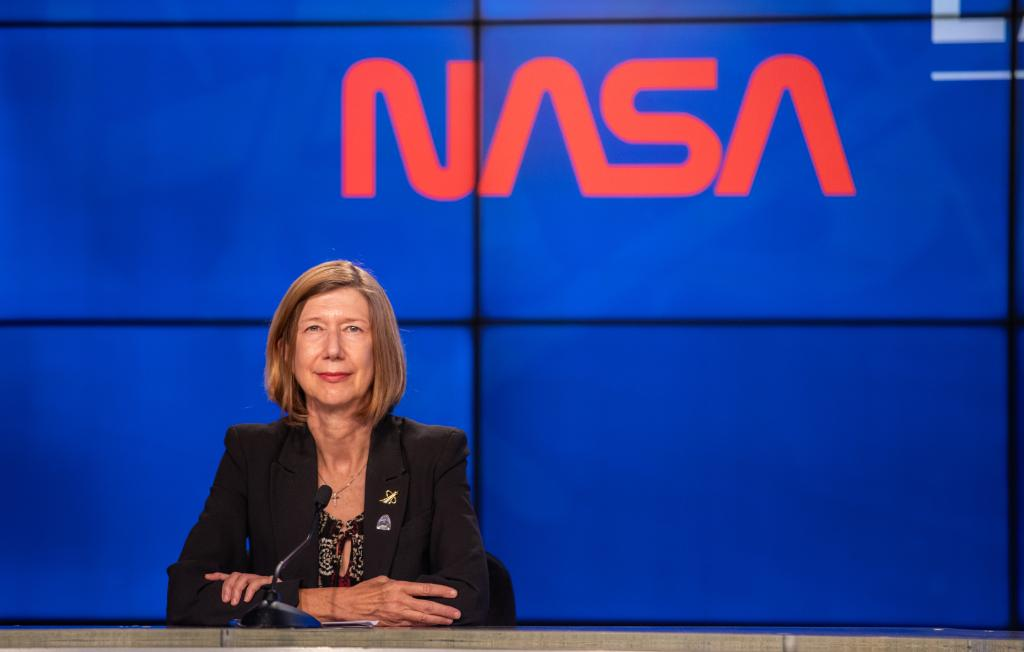 """""""Whether we work in science, technology, or human spaceflight at NASA, the private sector, or elsewhere in the world, we will achieve more when we work together."""" — @KathyLueders, head of Human Exploration: https://t.co/73mVzP8ygM https://t.co/d614a68Hki"""