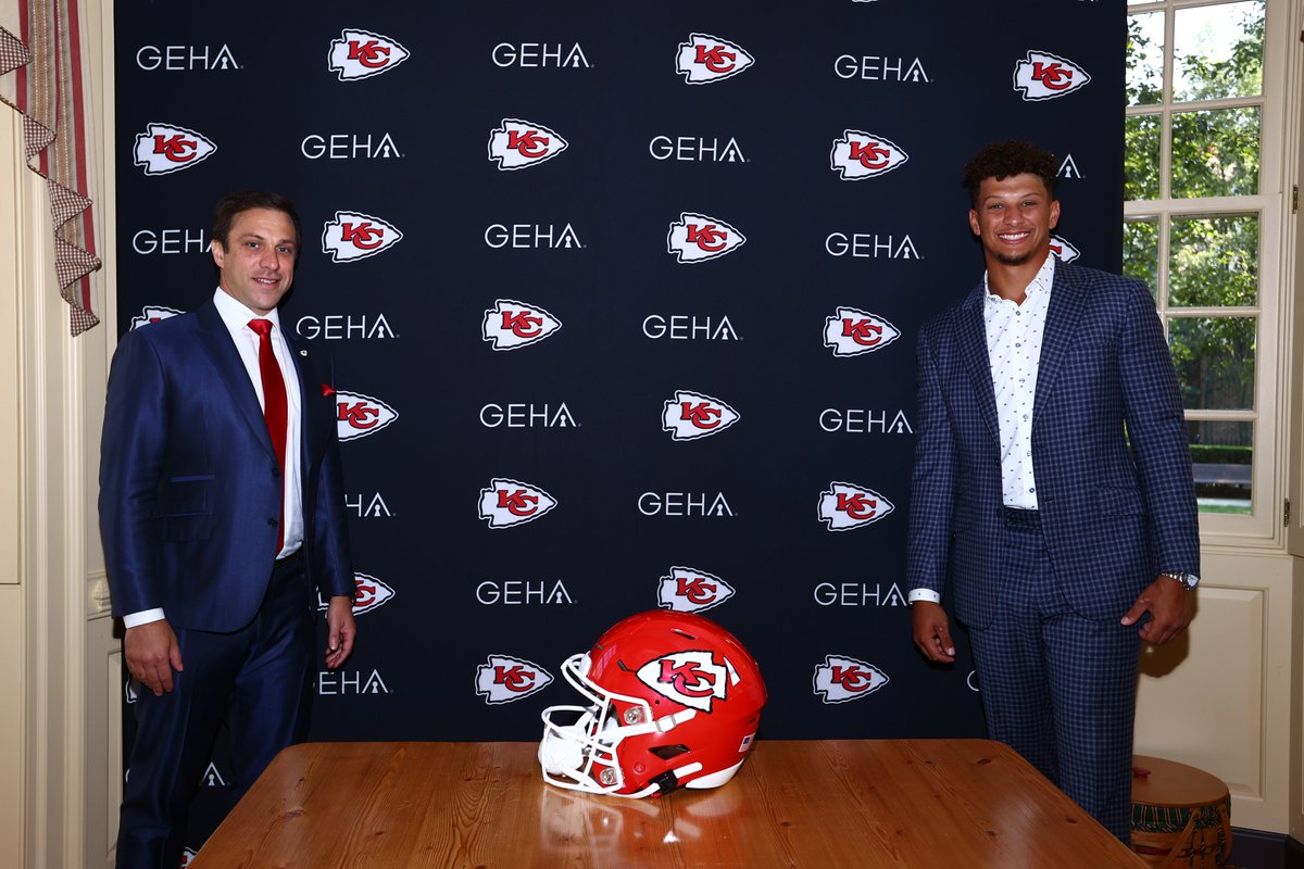 We have signed QB Patrick Mahomes to a 10 year extension. Mahomes secured with Chiefs for the next 12 seasons. https://t.co/ZsADdVkvxZ