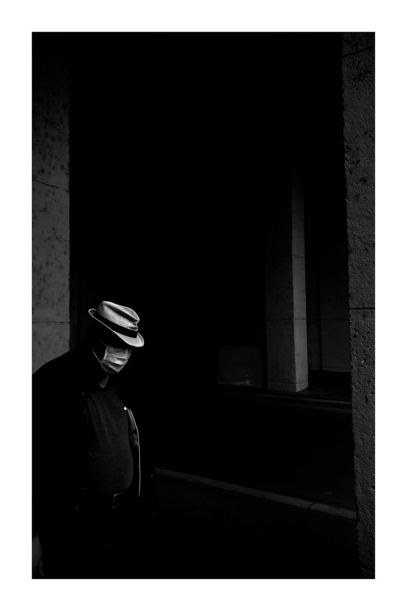 Gangster #blackandwhitephotography #blackandwhite #bnw #bnw_captures #bnwphotography #bnw_daily #streetphotography #streetphoto #streetphotographer #urbanphotography #urbanphoto #silhouette #shadowpic.twitter.com/FQ1lnO0LEE