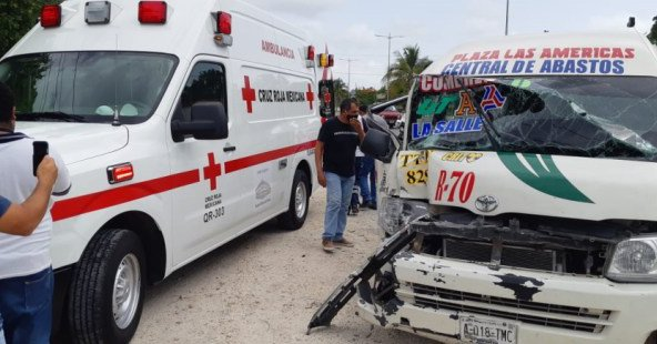 #Ayer Choque entre combi del transporte público y camioneta deja siete lesionados en Cancún   https://t.co/ZKJjoDxPQL https://t.co/SvQd21riLa